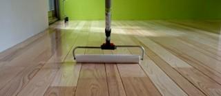 houten vloer lakken met heldere grondlak