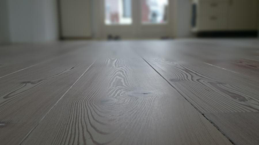 Eiken Vloer Beitsen : Verkleurde grenen vloer weer modern wit maken