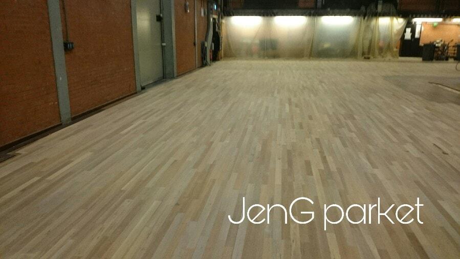 Houten vloer schuren stadsschouwburg Groningen
