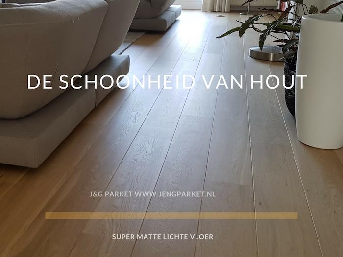 Goedkoop vloer schuren en lakken verkleurde grenen vloer weer